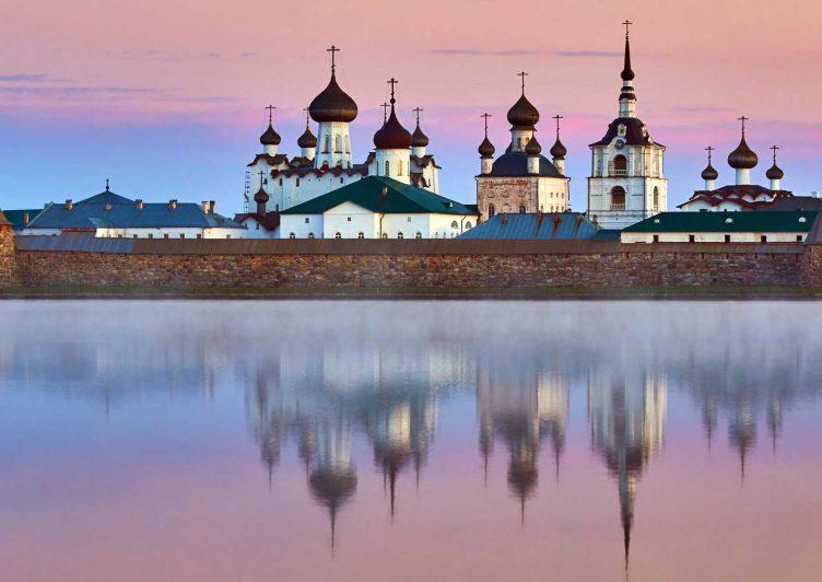 символ служения - Соловецкий монастырь